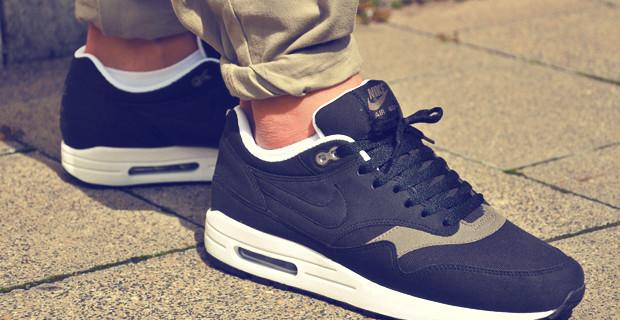 Nike Air Max  — спортивная обувь многих поколений.