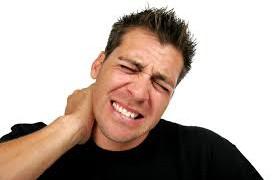 Причины появления болей в шее и плечах, характерные для пожилых людей