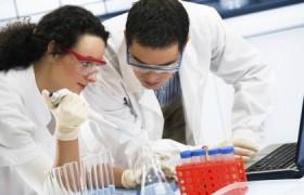 Ученые рассказали, что останавливает ВИЧ-инфекцию