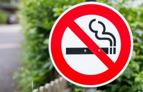 Запреты на курение снижают риск астмы и преждевременных родов