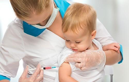 «Осложнения до прививок»: в Москве не хватает детских вакцин