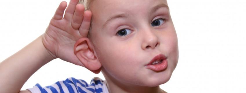 Важность наблюдения для обнаружения дефектов слуха у детей