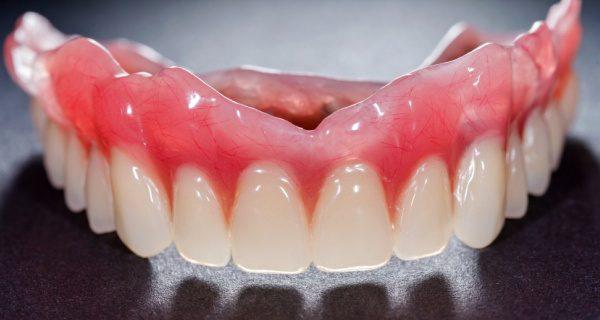 Какие бывают съемные зубные протезы