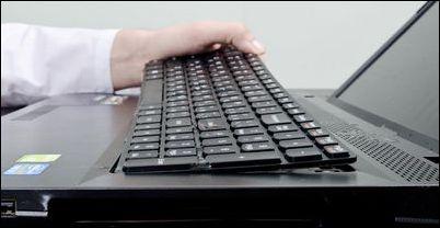 Что делать, если случайно залил ноутбук водой