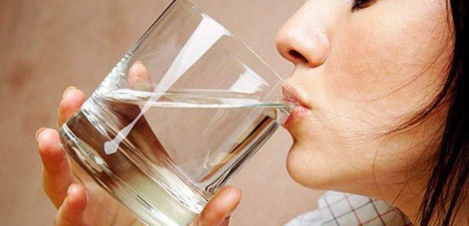 Питье воды может стать причиной герпеса