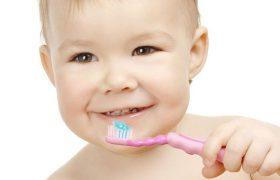 Как научить ребенка чистить зубы?