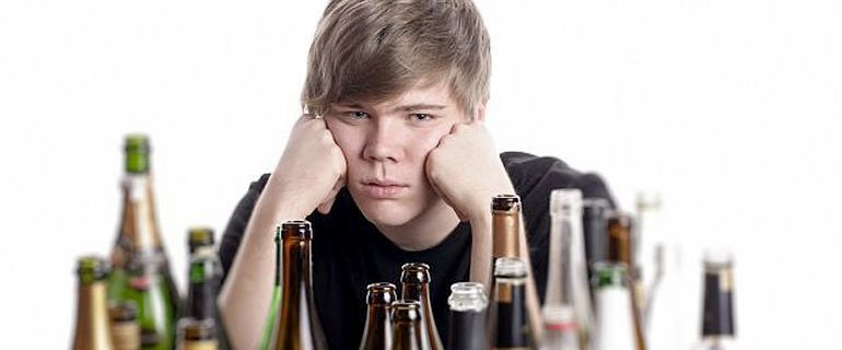 Как помочь ребёнку, если он злоупотребляет алкоголем