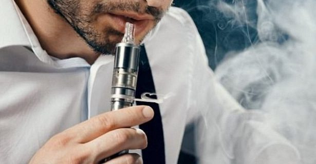 Подростки меняют электронные сигареты на обычные