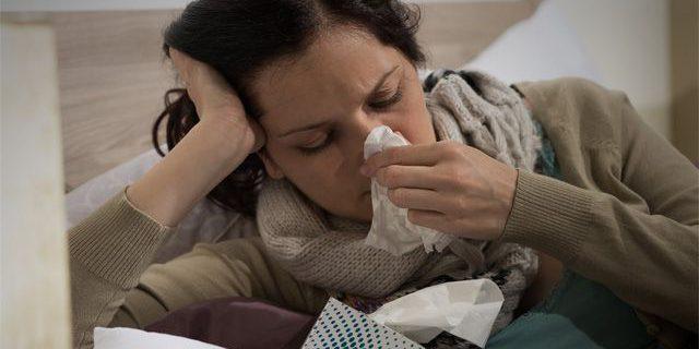 Эти опасные симптомы можно перепутать с простудой