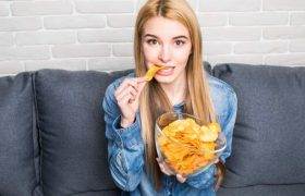 Названы самые вредные продукты для здоровья женщин