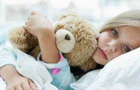 «С шапкой или ее отсутствием менингит не связан никак». Врач-педиатр – о том, как пережить зиму без болезней