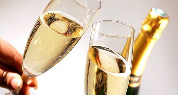 Главное, в меру: названы полезные для здоровья свойства шампанского