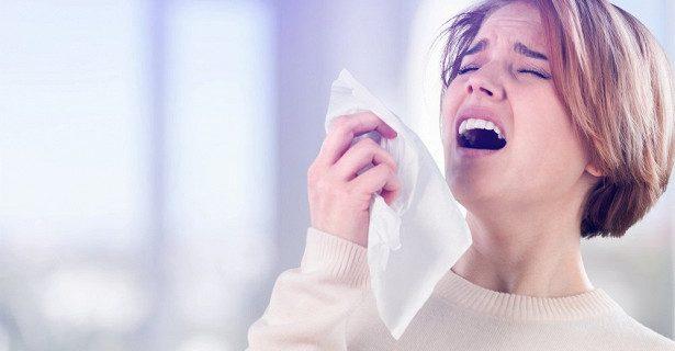 Попытки сдержать чихание чреваты травмой