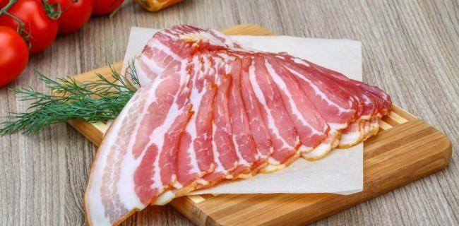 Ученые назвали порции мясных продуктов, вызывающих рак