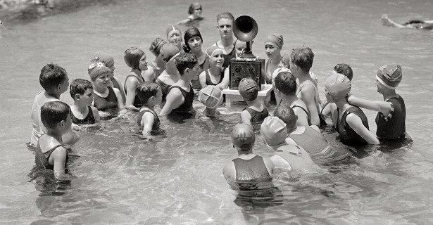 Какие недуги можно «подхватить» в бассейне