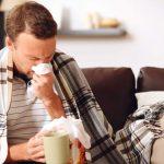 """Медики предупредили об опасности """"народных"""" методов во время простуды"""
