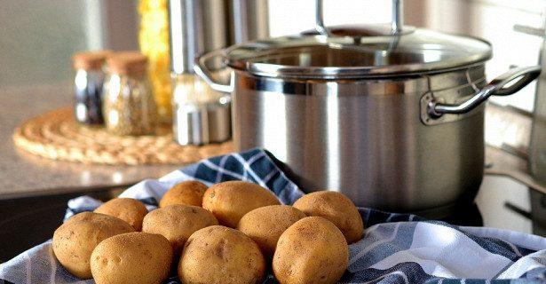 Почему вредно дышать над картошкой