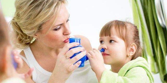 Медики сообщили, какое народное средство помогает при насморке