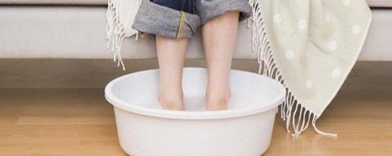Народные методы: как правильно парить ноги?