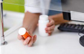 Росздравнадзор изымет из аптек еще одно лекарство от кашля