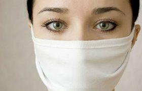 Маски, оксолии и чеснок: врач объяснил бесполезность популярных мер от гриппа