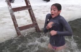 Роспотребнадзор рассказал, кому категорически запрещено купаться в проруби