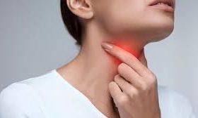 Как помочь больному горлу, не навредив всему организму