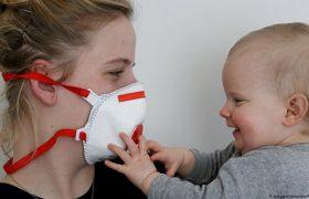 Японские ученые: детям до двух лет опасно носить маски