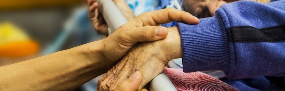 COVID-19 у пожилых пациентов, которым нужна госпитализация, часто начинается с атипичных симптомов