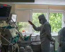 Что делает некоторых восприимчивыми к коронавирусу