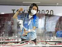 Пластиковые экраны призваны остановить распространение вируса, но лишь ухудшают ситуацию